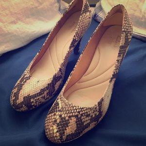 Clarks-size 9.5-Snakeskin platform heels-EUC